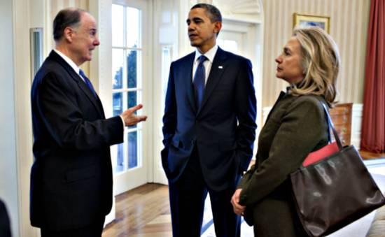 Tom Donylon, ici avec Obama et Hillary Clinton.