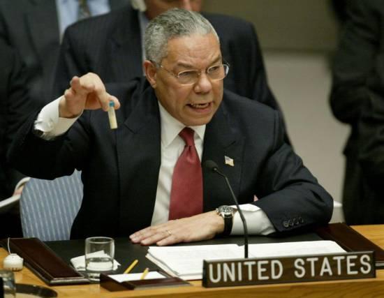 Colin Powell, l'inventeur du fakenews, parlant aux Nations unies en 2003.