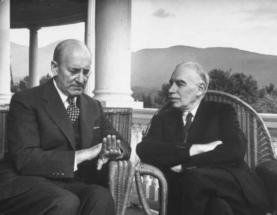 A la conférence de Bretton Woods de 1944, l'envoyé de Roosevelt, Harry Dexter White (à gauche) n'a pas cédé aux demandes du très impérial John Maynard Keynes.