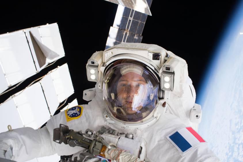Sortie dans l'espace du spationaute français Thomas Pesquet.